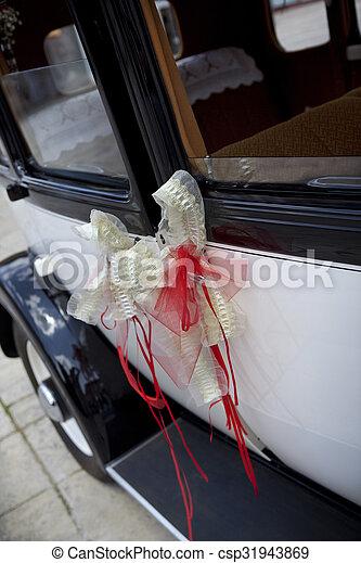 voiture, ruban, mariage. vieux, voiture, mariage, pendu, porte, ruban.
