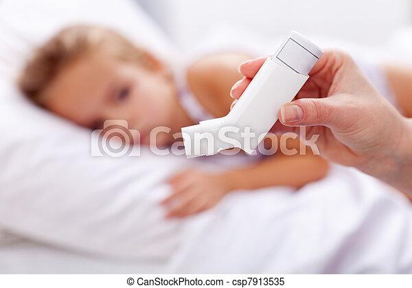 vordergrund, inhalationsapparat, krank, kind - csp7913535