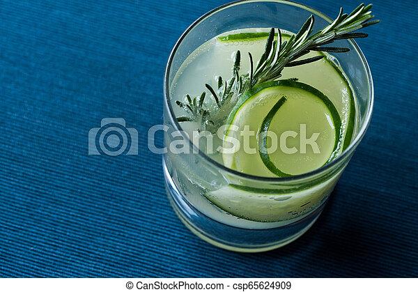 vrille, cocktail, concombre, gin, slice., romarin - csp65624909