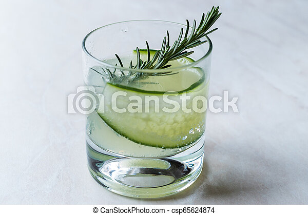vrille, cocktail, concombre, gin, slice., romarin - csp65624874