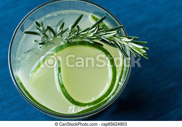 vrille, cocktail, concombre, gin, slice., romarin - csp65624953