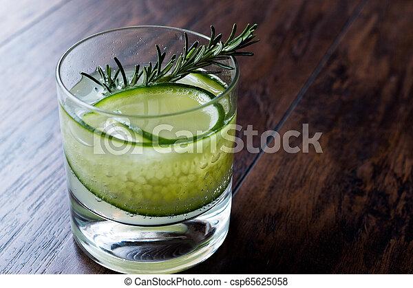 vrille, cocktail, concombre, gin, slice., romarin - csp65625058