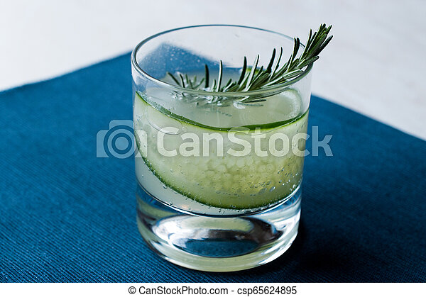 vrille, cocktail, concombre, gin, slice., romarin - csp65624895