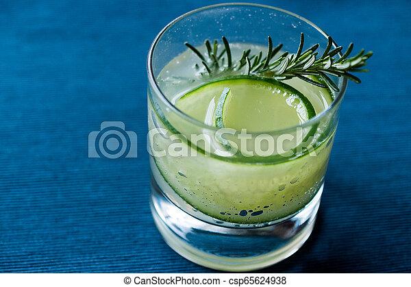 vrille, cocktail, concombre, gin, slice., romarin - csp65624938