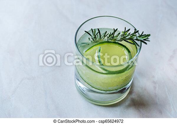 vrille, cocktail, concombre, gin, slice., romarin - csp65624972