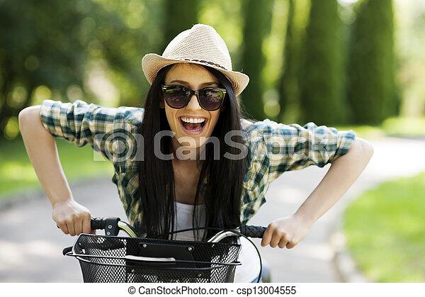 vrouw, fiets, jonge, vrolijke  - csp13004555