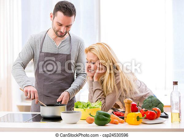 vrouw, haar, geven, voedingsmiddelen, jonge, proeven, aantrekkelijk, echtgenoot - csp24530596