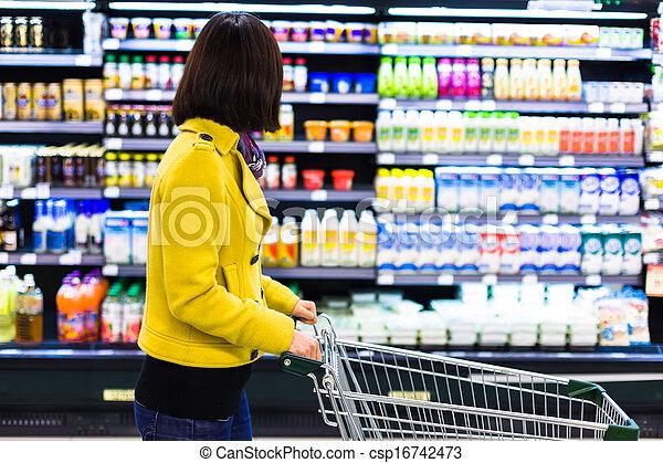 vrouw winkelen, jonge, supermarkt - csp16742473