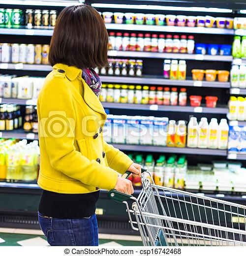 vrouw winkelen, jonge, supermarkt - csp16742468