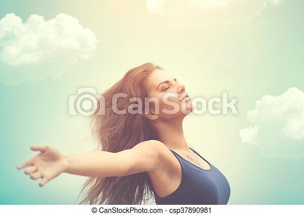 vrouw, zon, op, hemel, kosteloos, vrolijke  - csp37890981