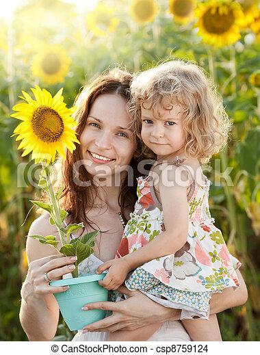 vrouw, zonnebloem, kind - csp8759124