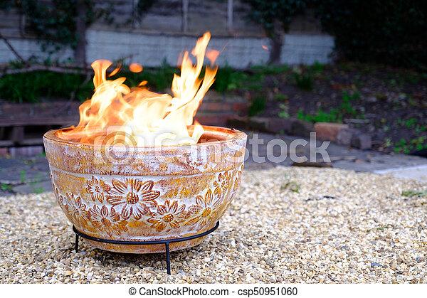 Extra sfeer met een vuurtafel l l gardentrail