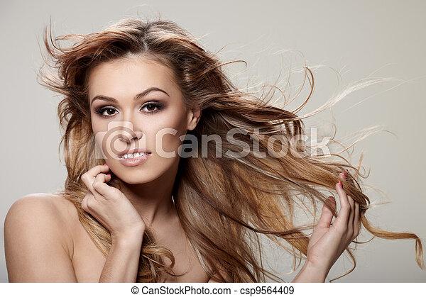 włosy, kędzierzawy - csp9564409
