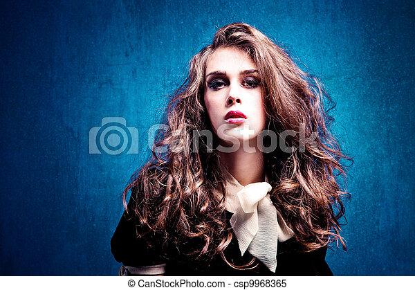 włosy, kędzierzawy - csp9968365