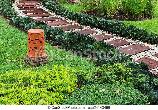 Charmant Walkway On The Gardent   Csp24143469
