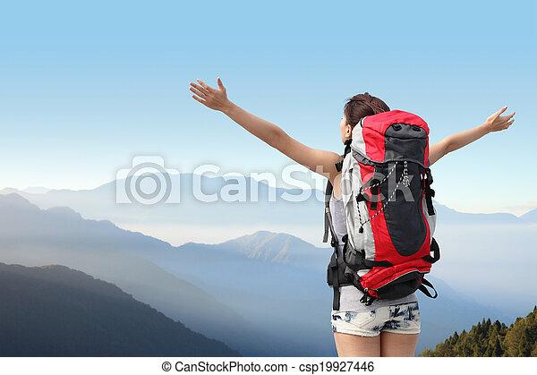 wandelaar, berg, vrouw, vrolijke  - csp19927446