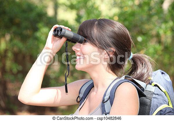 wanderer, junges schauen, durch, weibliche , fernglas - csp10482846