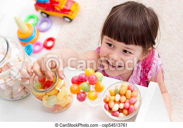 wants, menininha, doce - csp54513761