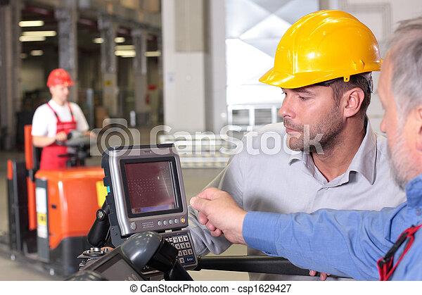 warehouese, werkmannen , samenwerking - csp1629427