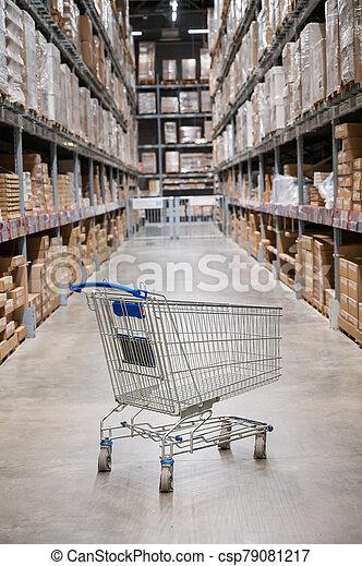 warehouse., estante, almacén de muebles, vacío, caja, mancha, carrito, pasillo, supermercado, defocused, cesta, resumen, plano de fondo, compras - csp79081217