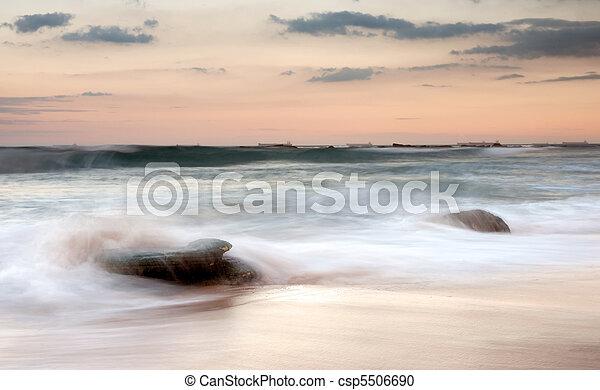Wasser Sonnenuntergang Steinen Wasser Sandstrand