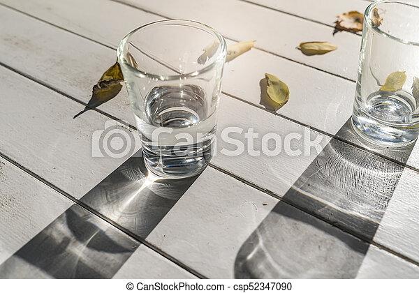 Zwei Wassergläser auf einem weißen Tisch - csp52347090