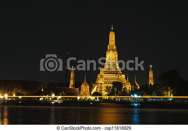 Wat Arun (Temple of Dawn) - csp11616929