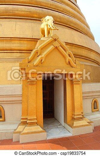 Wat Bowonniwet Wiharn - csp19833754