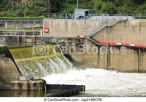 Water sluis overstromen kamer. water moezel sluis rivier
