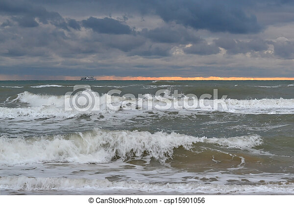 Waves of the Black Sea in cloudy weather. - csp15901056
