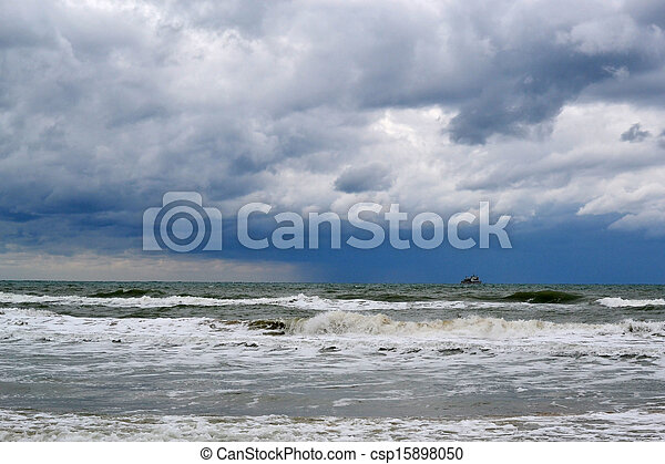 Waves on the sea in cloudy weather - csp15898050