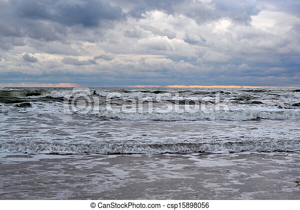 Waves on the sea in cloudy weather - csp15898056