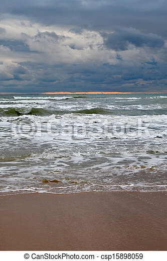 Waves on the sea in cloudy weather - csp15898059