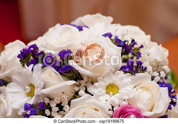 Wedding bouquet of beautiful roses  - csp19189675