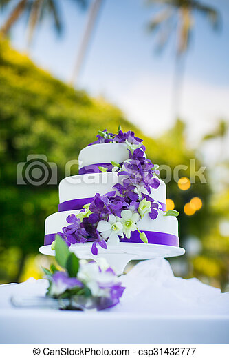 Wedding Cake with Orchids - csp31432777