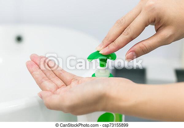 weibliche , waschen, pumpe, hand, hände, gel, sanitizer, gebrauchend, dispenser. - csp73155899