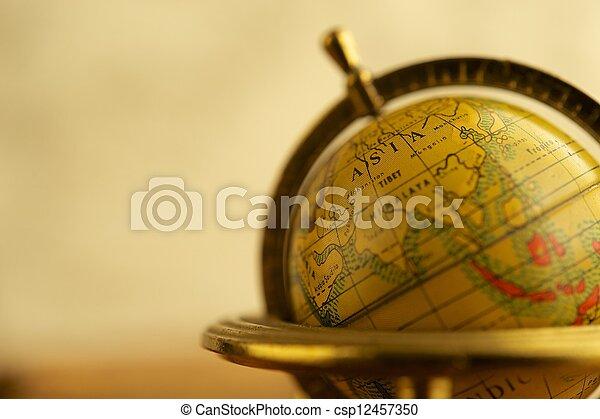 Nahaufnahme eines alten Globus - csp12457350