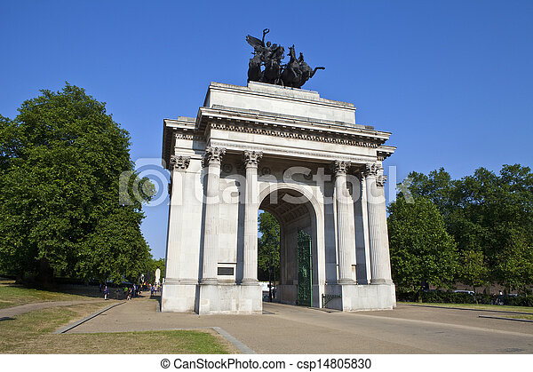 Wellington Arch in London - csp14805830
