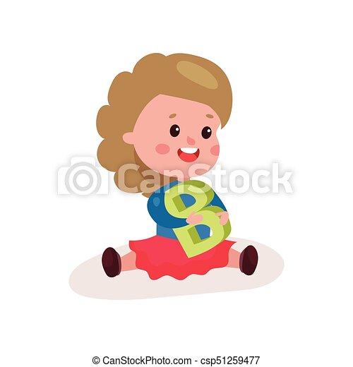 wenig, brief, bunte, sitzen, b, lieb, boden, spielen, abbildung, karikatur, vektor, durch, lernen, spaß, m�dchen, spielende , kind - csp51259477