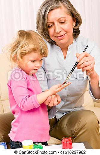 wenig, spielen, großmutter, farbe, handprints, m�dchen - csp18237962