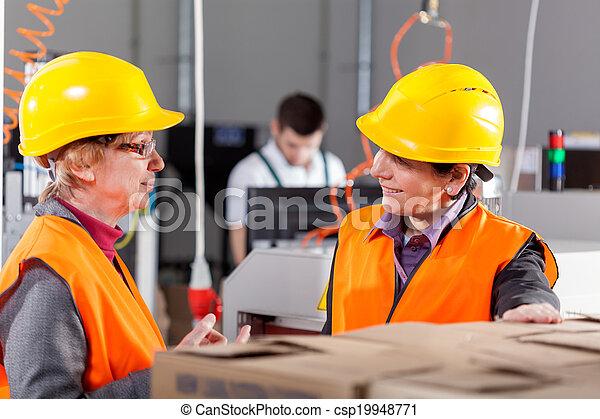werknemers, fabriekshal, het bespreken, gebied - csp19948771
