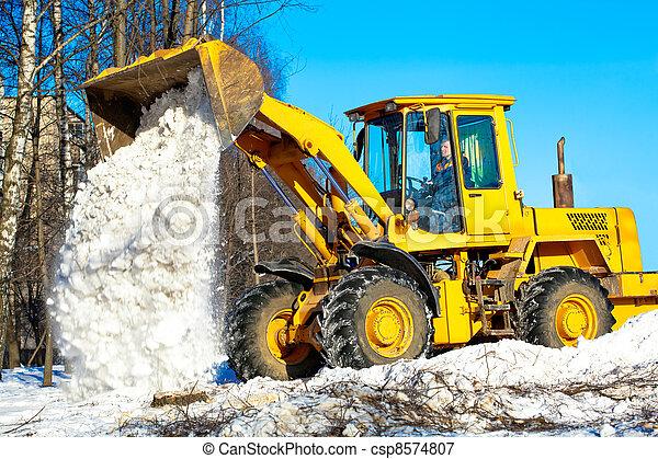 Wheel loader unloading snow - csp8574807