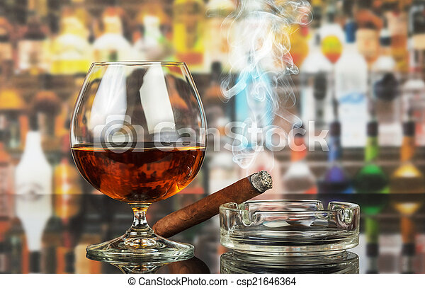 Whiskey and cigar - csp21646364