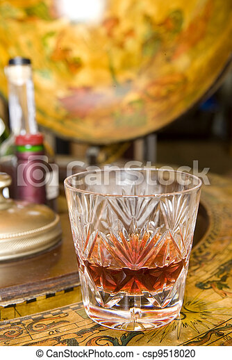 Whiskey on drinks globe - csp9518020