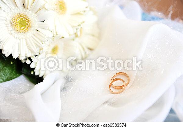 white gerbera and wedding rings - csp6583574