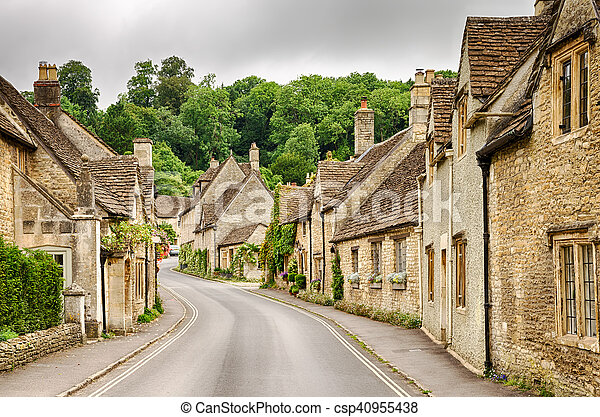Castle combe Village, Wiltshire, Inglaterra - csp40955438