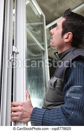 Un hombre con ventanas - csp8778620