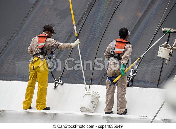 Trabajadores limpiando ventanas de crucero - csp14635649