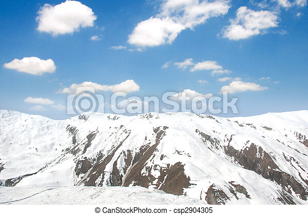 Winter mountains on a bright sunny day - csp2904305