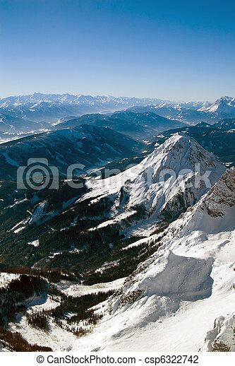Winter mountains on a bright sunny day - csp6322742